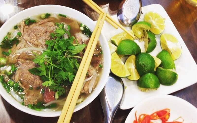 quán phở nức tiếng ở Hà Nội