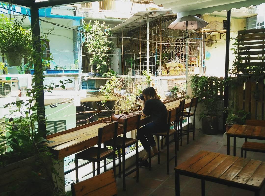 cà phê ngoài trời Hà Nội