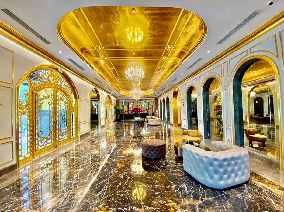 Khách sạn 5 sao Hà Nội dát vàng
